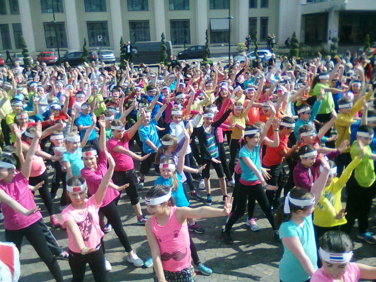 flash mob géant sur la place de la mairie!