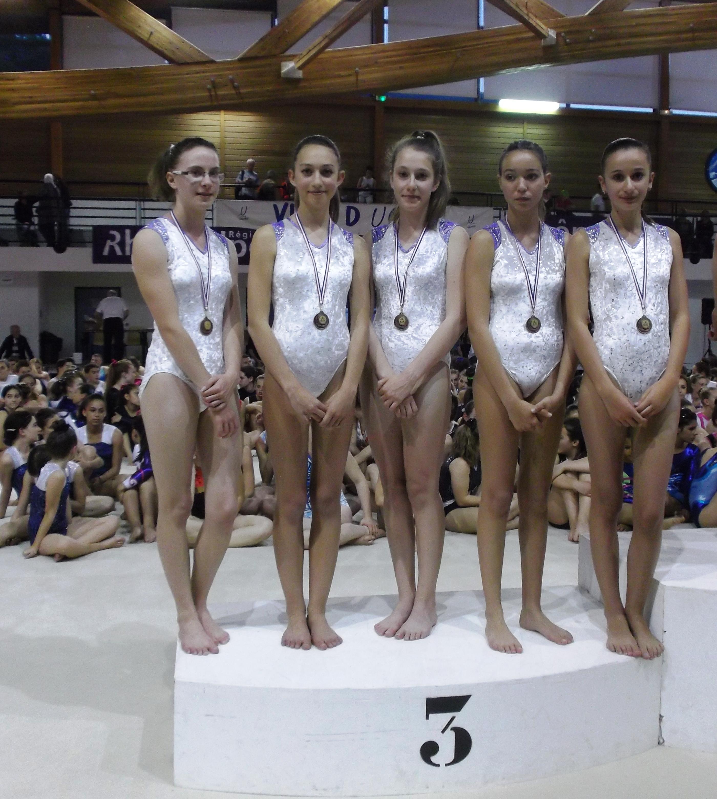 l'équipe FESTI GYM B TC en bronze!