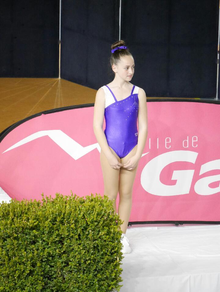 Mila Della valle en bronze en solo 12/14 ans